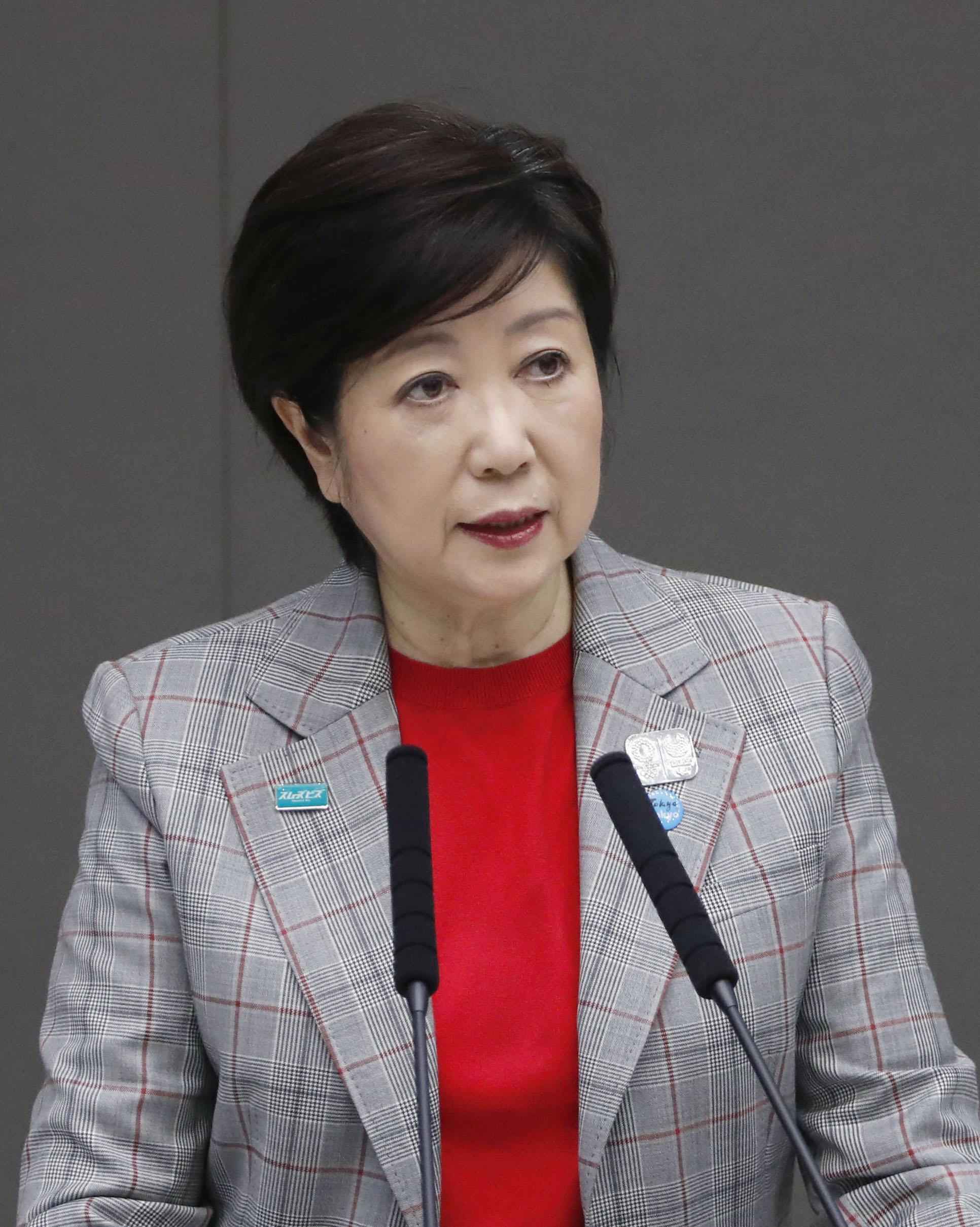 東京都議会の定例会で所信表明する小池百合子知事=27日午後、東京都庁