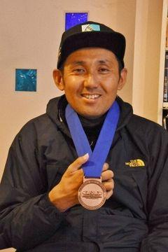 世界大会で入賞し、4位までに贈られるメダルを獲得した藤原さん