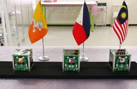 ブータンの留学生らが製作した3基の超小型の情報収集衛星(九州工業大提供)