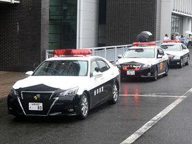 秋の全国交通安全運動が始まり、事故抑止に向けて出発するパトカー=県警本部