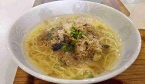 安芸桜ケ丘高校の生徒たちが考案した「黄金スープの土佐ジローラーメン」