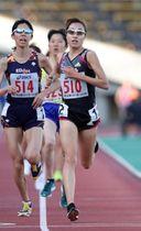 アシックスチャレンジ女子5000メートル決勝 1位でゴールするワコールの谷口真菜(510)=ユニバー記念競技場(撮影・吉田敦史)