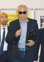 再来日したサッカー日本代表前監督のバヒド・ハリルホジッチ氏=21日、羽田空港