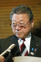 記者会見で発言を撤回する桜田五輪相=9日午前、首相官邸