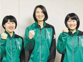 プレーオフへの意気込みを語ったJTの(左から)小幡主将、吉原監督、目黒選手