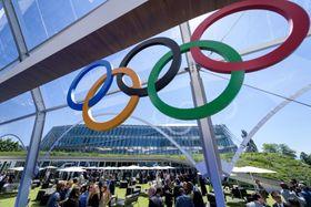 IOCの新本部「五輪ハウス」前の五輪マーク=23日、スイス・ローザンヌ(ロイター=共同)