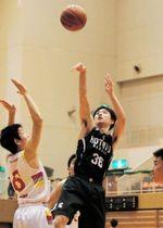 男子1位リーグ・市尼崎-報徳 第2クオーター、報徳の本多(36)がシュートを決めて40-23とリードを広げる