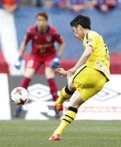 J1 FC東京―柏 前半、先制ゴールを決める柏・手塚=味スタ