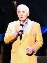 歌手のシャルル・アズナブールさん=2011年