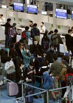 羽田空港国際線の出発ロビー=2019年4月