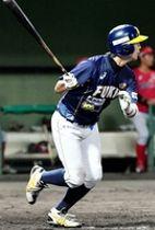 福井―信濃 5回福井無死満塁、西和哉が逆転の2点適時打を放ち5―4とする=福井フェニックススタジアム
