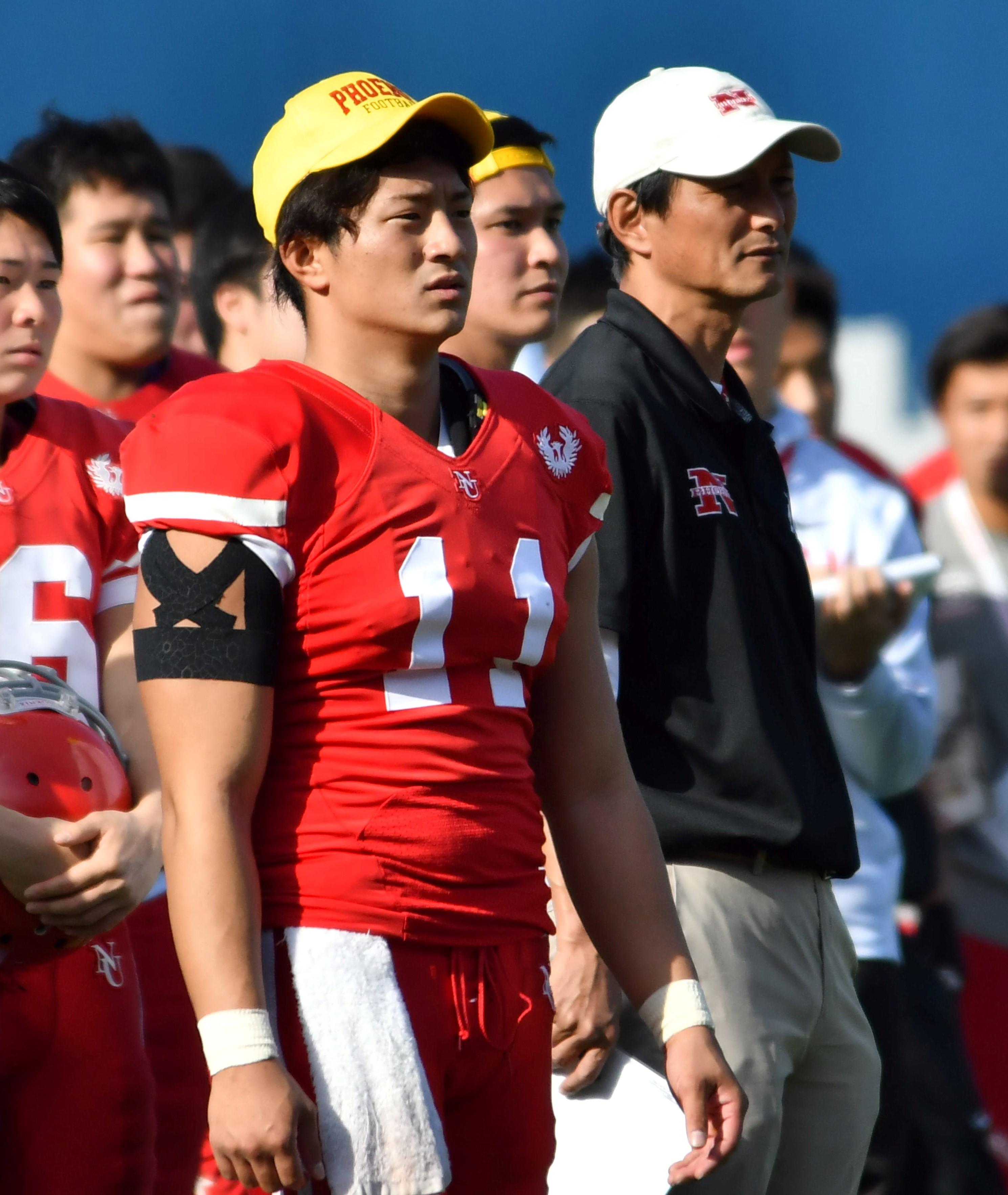 日大のQB林大希選手(11)と橋詰功監督=2018年、横浜スタジアム
