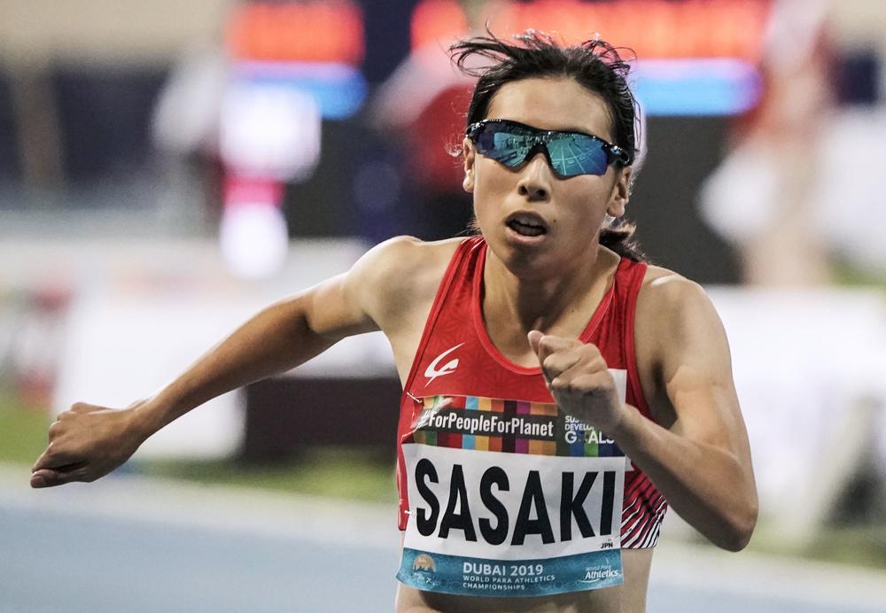 パラ陸上世界選手権の女子400メートル(視覚障害T13)決勝で4位に入った佐々木真菜選手。東京パラリンピック代表に内定した=2019年11月、ドバイ(共同)