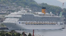 2月に佐世保に初めて寄港する10万㌧超のクルーズ船「コスタ・フォーチュナ」=長崎港