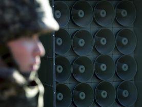 北朝鮮との軍事境界線付近に設置されている、韓国の宣伝放送の拡声器=2016年1月(AP=共同)