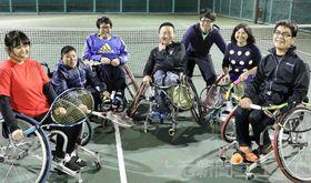 昨年9月に設立した「上州W-inds」のメンバー。同世代の仲間と共に技術を高め合っている=11月下旬、高崎市内