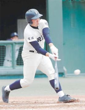 東陵-利府 1回裏利府1死一、三塁、小野が先制の右前適時打を放つ=仙台市民球場