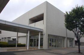 【ネーミングライツパートナーを募集する市民会館=鈴鹿市神戸1丁目で】