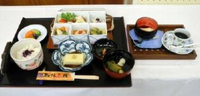 デビューから3周年、装いも新たになった「お食事処 本陣」の「有田焼五膳」