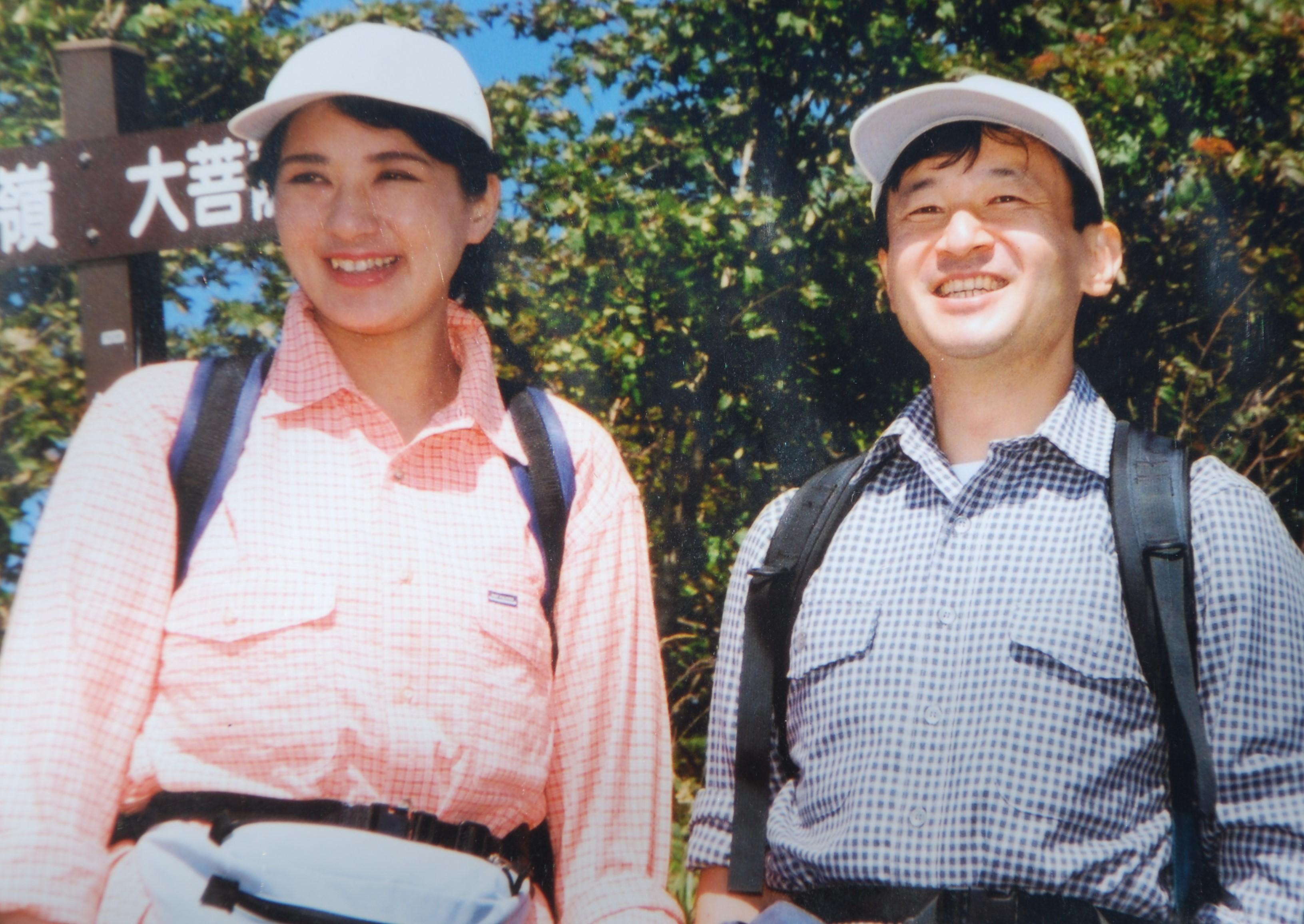 大菩薩嶺での天皇、皇后両陛下=2002年、9月