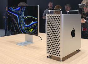 アップルの新型マックプロ=6月、米サンノゼ(共同)