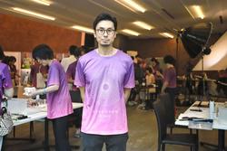 がん患者、経験者の撮影会場に立つ御園生泰明さん=2018年8月、東京都中央区(本人提供)