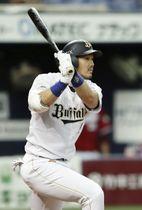 3回オリックス無死満塁、T―岡田が右翼線に2点二塁打を放つ=京セラドーム