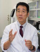 「研究者を育成し、治療薬を開発したい」と話す安東教授=佐世保市ハウステンボス町、長崎国際大