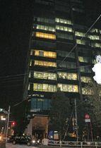 ミクシィの本社が入るビル。チケット転売サイト「チケットキャンプ」を運営する子会社が捜査を受けた=7日夜、東京都渋谷区
