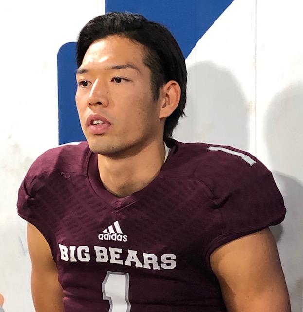 明大戦の後、インタビューに答える早大のQB柴崎選手=11月24日・横浜スタジアム