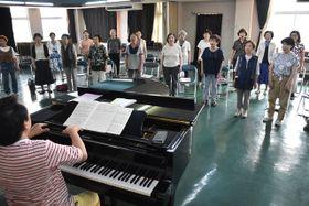 創立15周年の記念演奏会へ向け、練習に励む「ヴォーチェ・ブリランテ」のメンバー