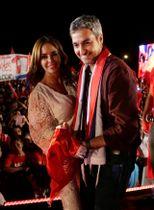 大統領選の集会に妻と参加したマリオ・アブド・ベニテス氏=18日、パラグアイ南部(ロイター=共同)