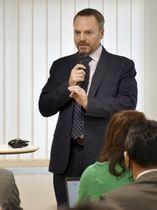 IRについて話すMGMリゾーツ・インターナショナル日本法人のエド・バワーズCEO=20日、大阪市
