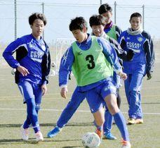 本番を前に練習に励むヴォルティスユースのイレブン=徳島スポーツビレッジ