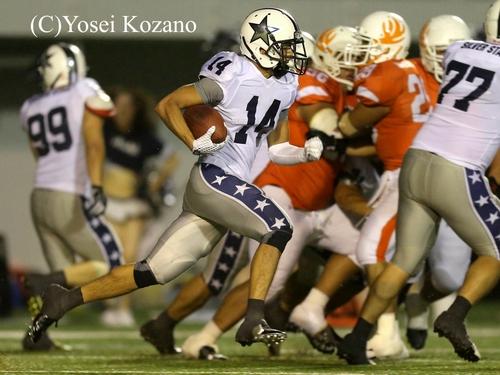 第4クオーター、アサヒビールDB大森が勝利を決めるインターセプトリターンTD=撮影:Yosei Kozano