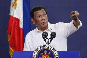 演説するフィリピンのドゥテルテ大統領=8月27日、首都マニラ近郊(AP=共同)
