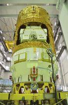 報道陣に公開された無人補給機「こうのとり」8号機=19日午後、鹿児島県の種子島宇宙センター