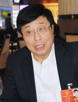 インタビューに答える中国の家電大手、海信集団の周厚健会長(共同)