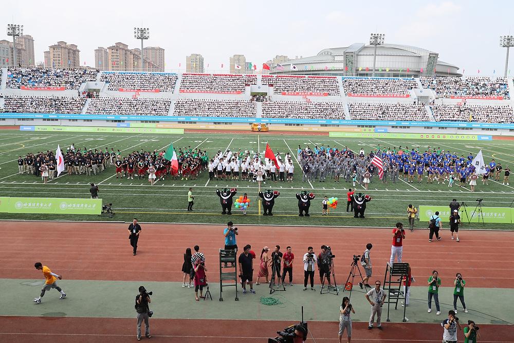 開会式で整列する日本、米国、メキシコ、韓国、中国の各代表=写真提供・日本アメリカンフットボール協会