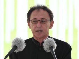 平和宣言する玉城デニー知事=23日、糸満市摩文仁の平和祈念公園