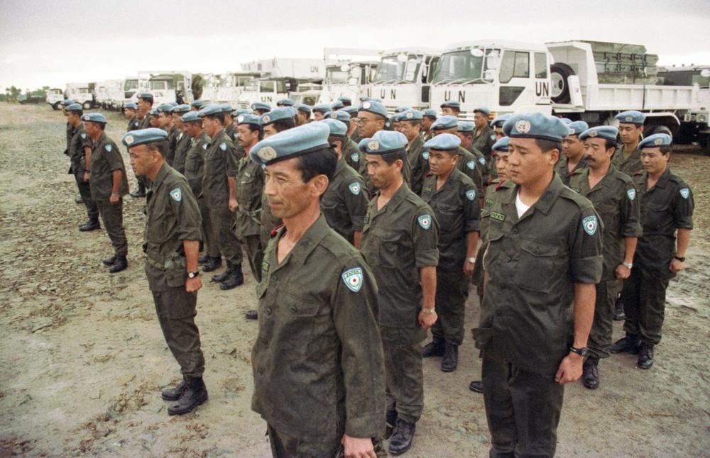 カンボジアのPKOに参加し、活動拠点のタケオに到着した陸上自衛隊の部隊=1992年10月17日