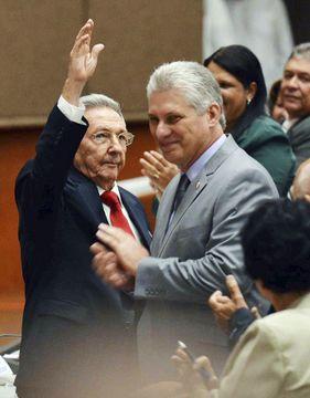 キューバ、カストロ氏が引退