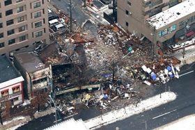 跡形もなくなった爆発事故現場=12月17日午前7時50分、札幌市豊平区平岸3の8(本社ヘリから、金田淳撮影)