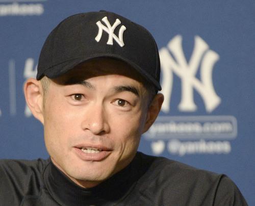 日米通算4千安打を達成し、記者会見するヤンキースのイチロー=8月22日、ヤンキースタジアム
