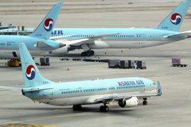 韓国・仁川空港の大韓航空機=3月(聯合=共同)