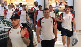 W杯の初戦に向け出発するイングランド代表の選手たち=18日午後、宮崎市・宮崎ブーゲンビリア空港