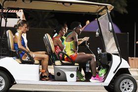 陸上の世界選手権の女子マラソンで途中棄権し、カートで運ばれる選手たち=9月28日、ドーハ(AP=共同)