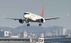 愛知県営名古屋空港周辺を飛行する「スペースジェット」の試験機=3月