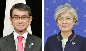 河野太郎外相(左)、韓国の康京和外相