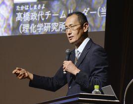大阪市で講演する京都大iPS細胞研究所の山中伸弥所長=18日午後